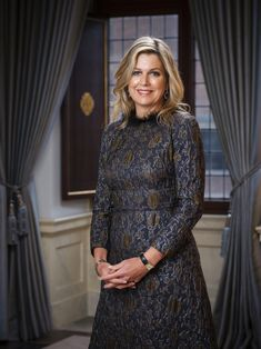 Queen Maxima and King Willem-Alexander of the Netherlands star in new portraits released by the Dutch Royal House. Dutch Queen, Style Royal, Estilo Real, Brocade Dresses, Lace Dress, She Is Gorgeous, Portraits, Queen Maxima, Royal House