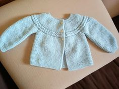 "JUBILOCIOS: JERSEY DE BEBÉ, CANESÚ DE OCHOS (JERSEY ""PRINCESA"") Baby Cardigan Knitting Pattern, Knitting Wool, Knit Vest, Baby Knitting Patterns, Baby Girl Cardigans, Baby Girl Dresses, Bebe Baby, Diy Clothing, Crochet Baby"