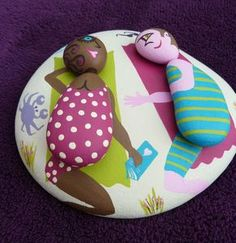 at the beach aa Pebble Painting, Pebble Art, Stone Painting, Stone Crafts, Rock Crafts, Pebble Stone, Stone Art, Caillou Roche, Pierre Decorative