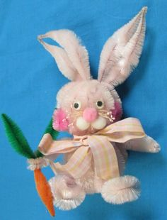 """VINTAGE PIPE CLEANER 8"""" EASTER BUNNY RABBIT W/CARROT ORNAMENT FIGURINE FIGURE"""