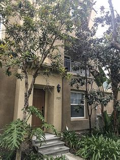 1923 Caminito De La Cruz, Chula Vista, CA 91913. 3 bed, 2.5 bath, $398,000. This beautiful townh...