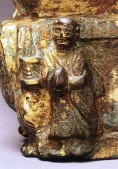 美國哈佛大學福格美術館藏(Fogg Art Museum)金銅佛坐像 臺座左面供養人像