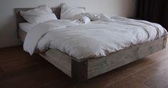 Steigerhout Bed Zwevend | GUSSTA (zonder hoofdeinde)