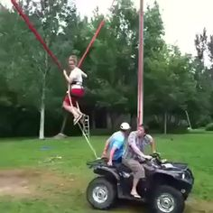GIF When you lack the thrill in life Funny Video Memes, Funny Short Videos, Really Funny Memes, Stupid Funny Memes, Funny Laugh, Wtf Funny, Hilarious, Vrod Harley, Wow Video