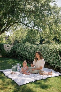Quilts and Blankets for Picnics - Gal Meets Glam Cute Family, Baby Family, Family Goals, Family Life, Cute Baby Pictures, Baby Photos, Family Photos, Jb Instagram, Cute Kids