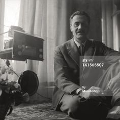 Franco Albini photographed by Mario De Biasi #francoalbini #radio #mariodebiasi