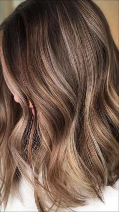 Beautiful Light Brown Hair Color To Try For A New Look « Matchesfashions Blonde Highlights On Dark Hair, Balayage Hair Blonde Medium, Brown Blonde Hair, Light Brown Hair, Long Curly Hair, Curly Hair Styles, Gorgeous Hair Color, Hairstyles Haircuts, Hair Looks