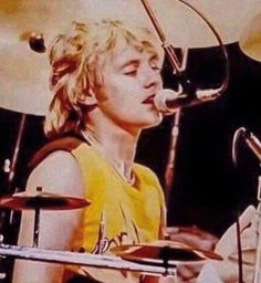 John Deacon, Freddie Mercury, Screaming Girl, Queen Drummer, Princes Of The Universe, Roger Taylor Queen, Queen Photos, Queen Pictures, Ben Hardy