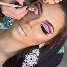 eye makeup tutorial makeup 4 colors makeup 2019 in pakistan makeup and dry eyes makeup 7 little words makeup for 70 year old makeup looks 2020 makeup 2020 Gorgeous Makeup, Pretty Makeup, Love Makeup, Makeup Inspo, Makeup Inspiration, Blue Eye Makeup, Skin Makeup, Makeup Goals, Makeup Tips