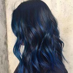 20 awesome blue black hair looks to raise charm hair color i Hair Dye Colors, Hair Color For Black Hair, Vivid Hair Color, Blue Hair Highlights, Blue Hair Streaks, Dark Blue Hair, Midnight Blue Hair, Brown Hair, Grunge Hair