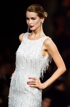 30 Meilleures Schiffer Claudia Photos et images Fashion Week, 90s Fashion, Runway Fashion, Fashion Models, Fashion Show, Fashion Design, Claudia Schiffer, 90s Models, Runway Models