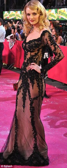 Lydia Hearst Showed off her provocative side in a lace dress on the red carpet
