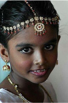 little dancer, with a beautiful face. Sri Lanka by babasteve - Pixdaus Precious Children, Beautiful Children, Beautiful Babies, Beautiful Eyes, Beautiful World, Beautiful People, Cultures Du Monde, World Cultures, Interesting Faces