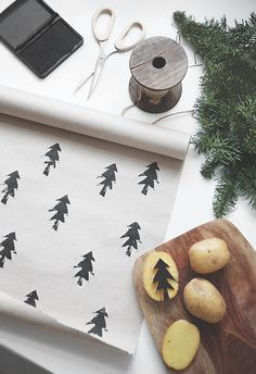 Such an easy DIY craft for gift wrapping paper / meaningful gifts / Holidays and celebrations / potato stamp / kid crafts Noel Christmas, Winter Christmas, Christmas Ideas, Christmas Paper, Minimal Christmas, Christmas Drawing, Modern Christmas, Simple Christmas, Diy Christmas Wall Decor