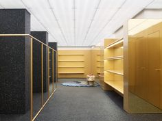 Completed in 2016 in New York City, United States. Images by Acne Studios. From the designer. Acne Studios new global flagship store on the Upper East Side of Madison Avenue in New York City features gold as its signature. Madison Avenue, Studio Interior, Retail Interior, Acne Studios Store, Design Blog, Store Design, Visual Merchandising, Store Concept, Arquitetura