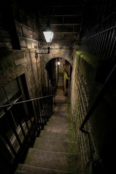 Barries Close in underground Old Edinburgh #scotland #Highlands #haunted #ghosts #spookytours www.deadlive.co.uk