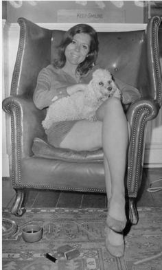 English actress Diana Rigg with her dog, UK, July Get premium, high resolution news photos at Getty Images Female Actresses, English Actresses, Diana Riggs, Abc Tv Series, Dame Diana Rigg, Jennifer Aniston Hot, Avengers Girl, Avengers Series, Emma Peel