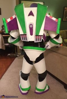 Stacy: I& entering my husband into the most creative costume contest! He has spent the last two weeks making is Buzz Lightyear costume. The costume is made completely out of all. Buzz Costume, Buzz Lightyear Halloween Costume, Toy Story Halloween Costume, Toy Story Costumes, Halloween Queen, Halloween Costume Contest, Toddler Halloween, Costume Works, Toy Story Theme