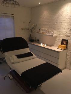 Beauty Room Salon, Beauty Room Decor, Beauty Salon Interior, Home Spa Room, Spa Room Decor, Beauty Treatment Room, Treatment Rooms, Ideas Decoracion Salon, Salon Ideas