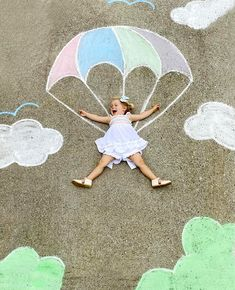 A family in Atlanta use bright chalk crayons to create wondrous settings for the family's children to play in. Chalk Drawings, Easy Drawings, Chalk Photography, Chalk Photos, 3d Foto, Sidewalk Chalk Art, Art Plastique, Outdoor Fun, Fun Activities