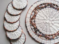 Paper coasters hand weaved by BluReco http://blureco.blogspot.co.uk/2014/02/komplet-z-tygrysem.html