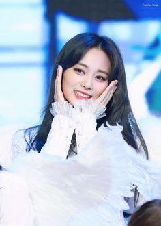 Chou Tzuyu Cute Kpop Idol Korea Taiwan Stage Award Show Fancy Feel Special Nayeon, South Korean Girls, Korean Girl Groups, K Pop, Tzuyu Twice, Fandom, Feeling Special, Maisie Williams, Korean Actresses
