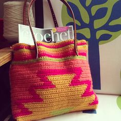 Crochet Bags Design This is a PDF pattern for a contemporary crochet bag. The colours shout of summer, the design is totally on trend and the tapestry crochet technique used to make it gives it a lovely almost woven finish. Crochet Shell Stitch, Crochet Tote, Crochet Handbags, Crochet Purses, Crochet Chart, Tapestry Bag, Tapestry Crochet, Bag Patterns To Sew, Tote Pattern