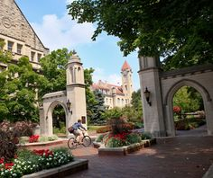 One of America's most beautiful college campuses - Indiana University: Bloomington, IN College Years, College Campus, College Life, Bird College, Places Ive Been, Places To Visit, Bloomington Indiana, Indianapolis Indiana, Beautiful Places
