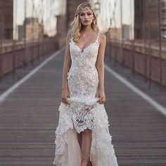 Ousadia e personalidade! ✨ Via @casamentogourmet ���� . . . #vestidodossonhos #vestidodenoiva #vestido #dress #dresses #bride #bridetobe #bridedress #bridesmaids #beautiful #noiva #noivos #noivas #noivareal #noivado #noivalinda #casamentos #casamentoreal #casamento2017 #casamento #casacomigo #eudissesim #tonoiva #inspire #instanoiva #inspiracao #instanoivas #inspiration http://gelinshop.com/ipost/1517696718551167154/?code=BUP8R_aBLCy