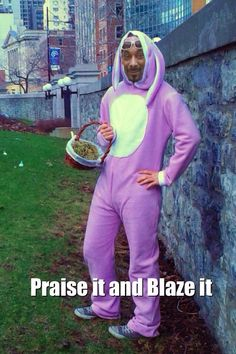 happy easter weed meme Happy Easter Meme, Funny Easter Memes, Funny Memes, Easter Festival, Easter Specials, Easter Banner, Easter Traditions, Meme Pictures, Have A Laugh