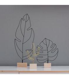 Es una escultura contemporánea y original realizada en alambre y base en madera, un elemento único y de edición limitada que solo encontrarás en R Diseño. (wood crafts art)