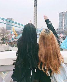 Imagen de asian, girl, and korean Cute Korean, Korean Girl, Asian Girl, Best Friend Pictures, Friend Photos, Ulzzang Couple, Ulzzang Girl, Korean Best Friends, Lgbt