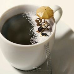 "Miniature artist Tanaka tatsuya​ is from Kumamoto,born in A miniature photographer.""MINIATURE CALENDAR"" which is updated every day from April 2011 Miniature Photography, Toys Photography, Creative Photography, I Love Coffee, Coffee Art, Coffee Break, Minis, Miniature Calendar, Pause Café"