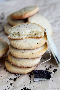 London Fog Sugar Cookies. Flavoured with Earl Grey tea and vanilla beans. via @Sarah Chintomby Chintomby @ Devour