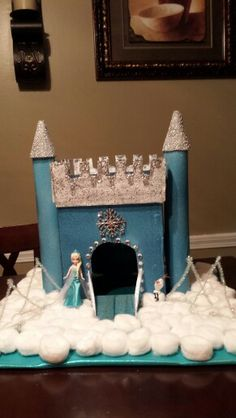 Frozen castle valentine box