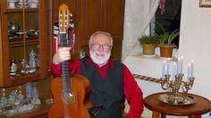 Světově známý skladatel akytarista Štěpán Rak přijel do Prahy jako miminko vkvětnu 1945 na tanku Rudé armády acelá léta nevěděl, že byl adoptován českou rodinou.