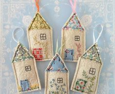 Quick Stitch: Little House Lavender Sachets Two of life's lovelies - cosy cottages and gloriously fr Scrap Fabric Projects, Fabric Scraps, Sewing Projects, Felt Christmas Ornaments, Christmas Crafts, Christmas Houses, Felt House, Felt Embroidery, Embroidery Stitches