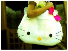 Hello Kitty felt bag. http://my-little-projects.blogspot.pt/2012/06/tutorial-felt-hello-kitty-face-bag.html