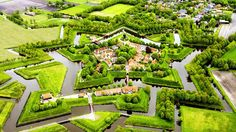 A bird's eye view of the town of Geithoorn, Netherlands. 4 miles of canals. Wow!