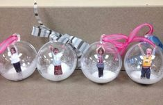 DIY Photo Globe Ornaments featured on Pretty My Party. These would make great gifts or Christmas ornaments. christmas 26 Adorable Handmade Christmas Ornaments - Pretty My Party - Party Ideas Picture Christmas Ornaments, Christmas Balls, Christmas Holidays, Christmas Decorations, Diy Christmas Gifts For Parents, Student Christmas Gifts, Christmas Ornaments For Students, Picture In Ornament, Christmas Tree