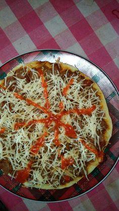 Pizza rumahan. Alakadarnya.... masaknya pake teflon aja