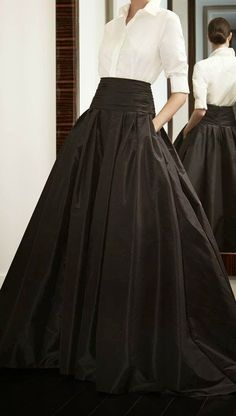 Look to Love: Beautiful Ball Skirts {The Most Classic Way to Wear a Ball Skirt by Carolina Herrera, of Course! Look Fashion, High Fashion, Womens Fashion, Fashion Clothes, Fashion Outfits, Formal Fashion, Feminine Fashion, Classic Fashion, Style Clothes