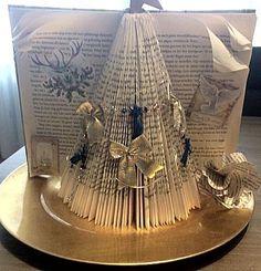 Boek vouwen tot een kerstboom -- een leuk knutselwerkje voor de kerst. Kijk iets lager op de website voor de beschrijving.