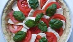 Tomaatti-mozzarellapiirakka - Starbox