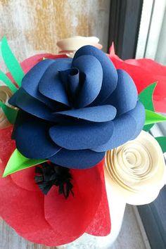 Catelier - amintiri pentru 9 vieti Flori din hartie realizate in beneficiul animalelor abandonate din Iasi. 4th Of July Wreath, Paper Flowers, Wreaths, Rose, Plants, Decor, Pink, Decoration, Tissue Flowers