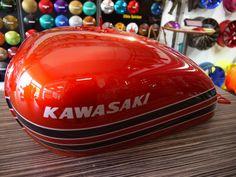 Réservoir Kawa candy rouge orangé avec déco peinte