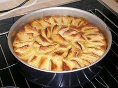 Tarta de Manzana Casera Te enseñamos a cocinar recetas fáciles cómo la receta de Tarta de Manzana Casera y muchas otras recetas de cocina.. Thermomix Desserts, Gourmet Desserts, Cookie Desserts, Apple Recipes, Sweet Recipes, Baking Recipes, Recipe Scrapbook, Pan Dulce, Sweet Tarts
