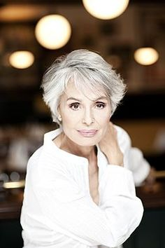 Daliah Lavi, I wish I could get my white hair to look this good. I love white/silver hair. Don't know why women color it - it looks colored! 50s Hairstyles, My Hairstyle, Short Hairstyles For Women, Bandana Hairstyles, Decent Hairstyle, Hairstyle Hacks, Scene Hairstyles, Fashion Hairstyles, Baddie Hairstyles