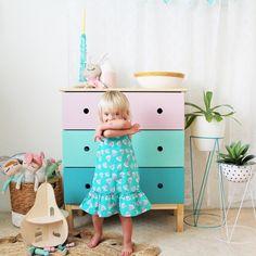 http://www.mamidecora.com/habitacion-infantil-ni%C3%B1a-rosa-verde-azul.html