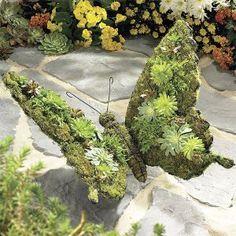 Butterfly with moss-growth as a garden-sculpture Schmetterling mit Moosbewuchs als Gartenskulptur Deco Floral, Arte Floral, Garden Crafts, Garden Projects, Jardin Decor, Unique Garden, Topiary Garden, Topiaries, Garden Whimsy